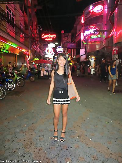 Thai bar girl fucks a sex..