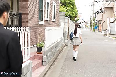 जापानी छात्रा लेता है