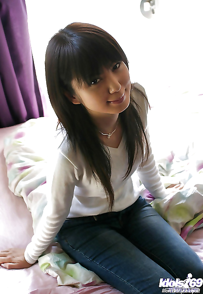 Slim asian babe with neat..