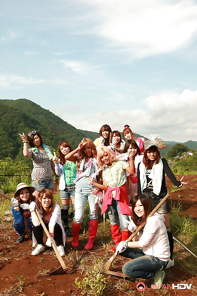 Farmer girls raina ogami and..