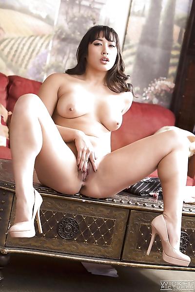 Hot Asian pornstar Mia Li..
