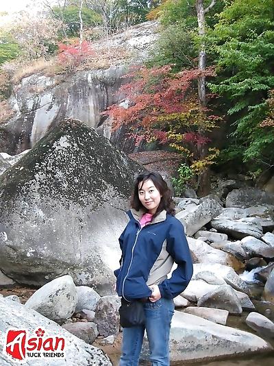 Asian girl outdoor pissing..