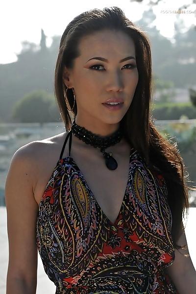 Asian wife Kalina Ryu gives..