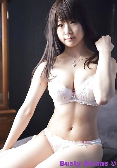 大きな おっぱい 日本語 モデル Miduki 桃子 装着 艶 ランジェリー 部分 4426